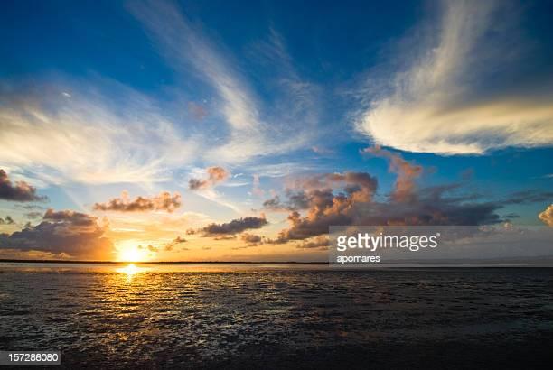 Manhã Paisagem com nuvens-Céu tempestuoso
