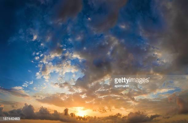 朝 Cloudscapes -ドラマチックな空の