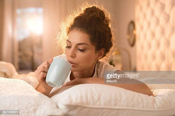 ベッドで朝のコーヒーに。