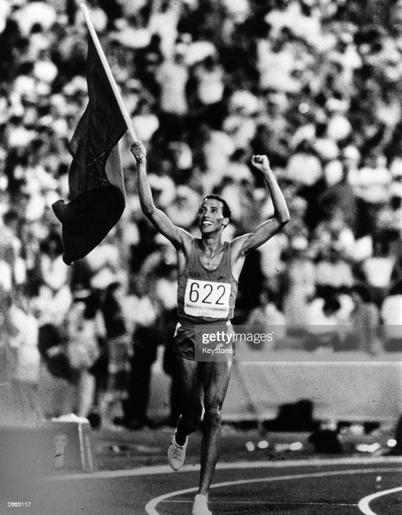 Moroccan athlete Said Aouita celebrates with a lap of honour after winning the 5000 metres event at the 1984 Los Angeles Olympics