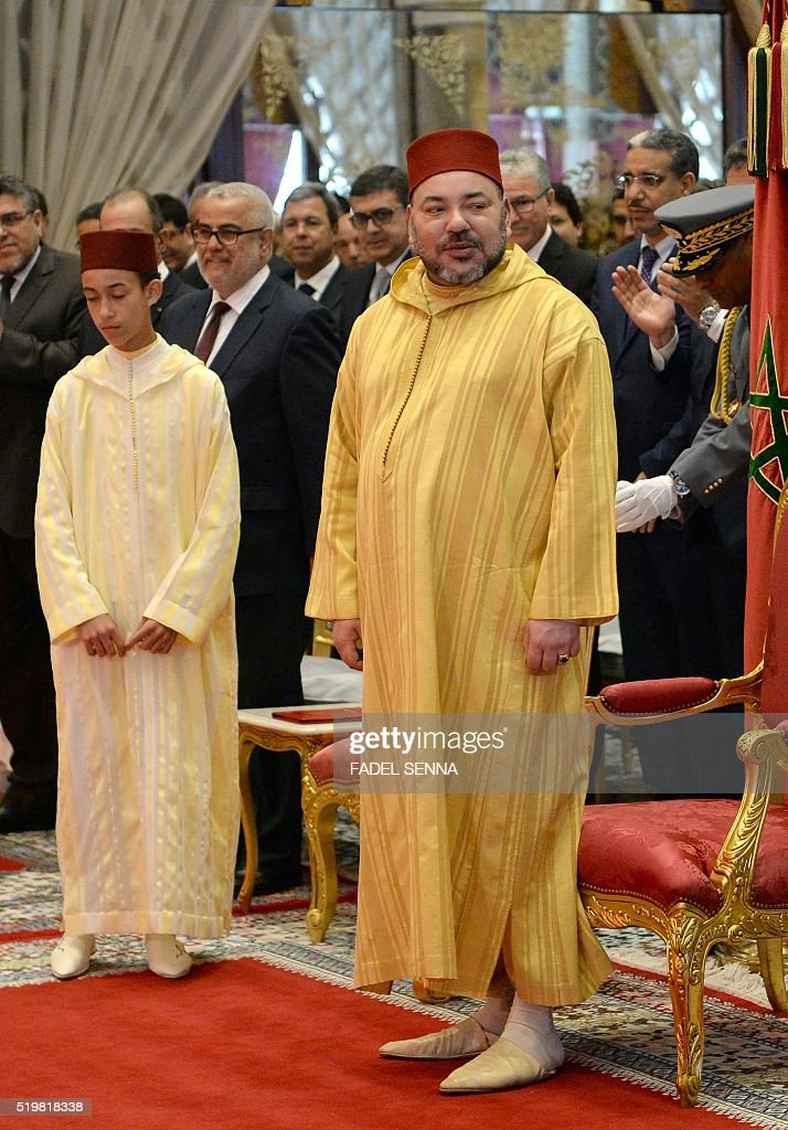 Moroccan King Mohammed VI and Crown Prince Hassan III (C-L) arrives for a document ceremony between Morocco and French automobile manufacturer Renault in the capital Rabat on April 8, 2016. / AFP / FADEL