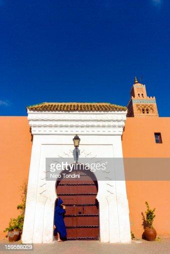 Moroccan playing flute, Koutoubia, Marrakech : Foto de stock