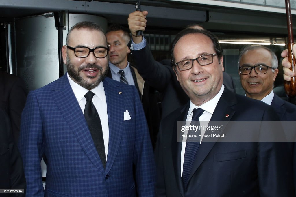 Morocco's King Mohammed VI and French President Francois Hollande visit 'Tresor de l'Islam en Afrique' at Institut du Monde Arabe on May 6, 2017 in Paris, France.