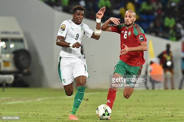 Morocco's midfielder Karim El Ahmadi challenges Ivory Coast's forward Wilfred Zaha during the 2017 Africa Cup of Nations group C football match...