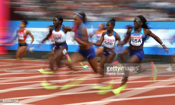 Morolake Akinosun hands the baton to Ariana Washington of the United States in the 4 X 100 Metres Relay heats during day nine of the 16th IAAF World...