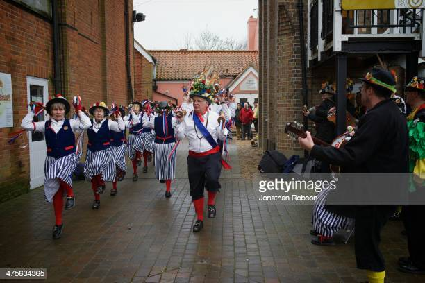 CONTENT] Morris Dancers dancing during lunchtime at Snape Maltings