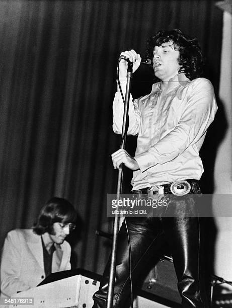 Morrison Jim * Musiker Frontmann der Gruppe 'The Doors' USA bei einem Auftritt undatiert