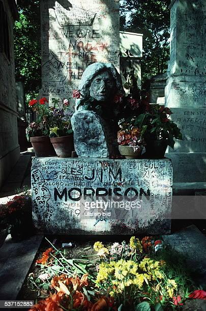 Morrison Jim Musiker Frontmann der Gruppe 'The Doors' USA Grabstaette auf dem Friedhof 'Pere Lachaise' in Paris 1990