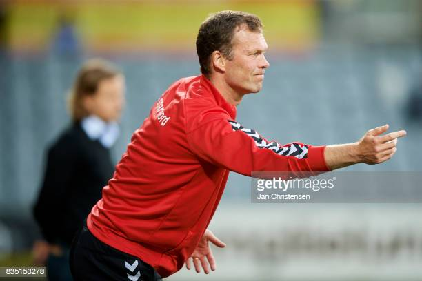 Morten Wieghorst head coach of AaB Aalborg gives instructions during the Danish Alka Superliga match between AC Horsens and AaB Aalborg at Casa Arena...
