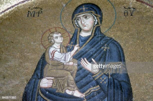 Mosaïque du monastère d'Osios Loukas représentant une Vierge à l'enfant Grèce