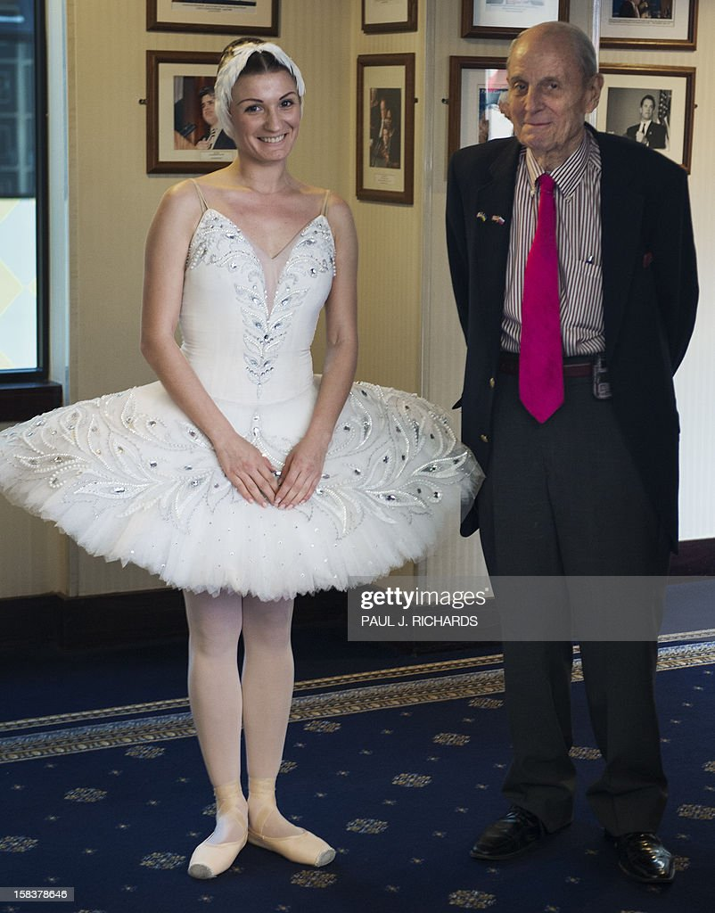 Moscow Ballet award winning Prima Ballerina Olga Kifyak (L) and National Press Club 'host to history, ' Peter J. Hickman(R), stand in the hallway before her introduction and brief dance performance during an appearance at the National Press Club during a news conference December 14, 2012, in Washington, DC. AFP PHOTO/Paul J. Richards
