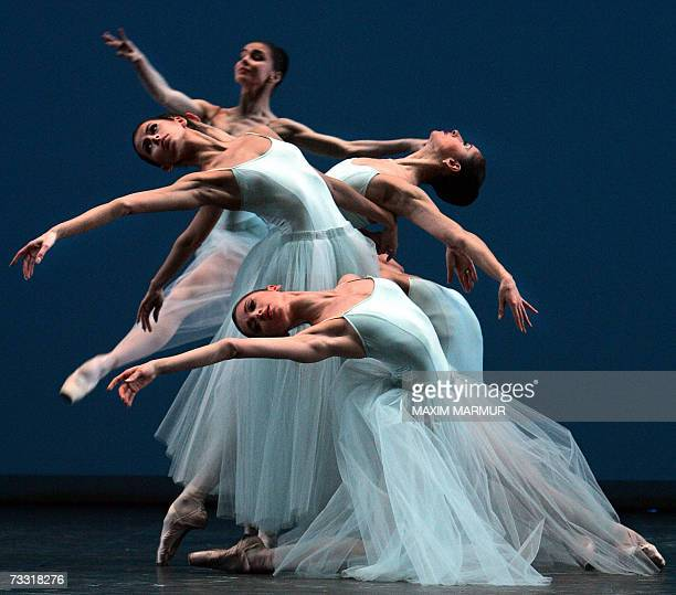Dancers perform 12 February 2007 the 'Serenade' ballet in a George Balanchine choreography staged by Francia Russell and Suzanne Schorer at the...