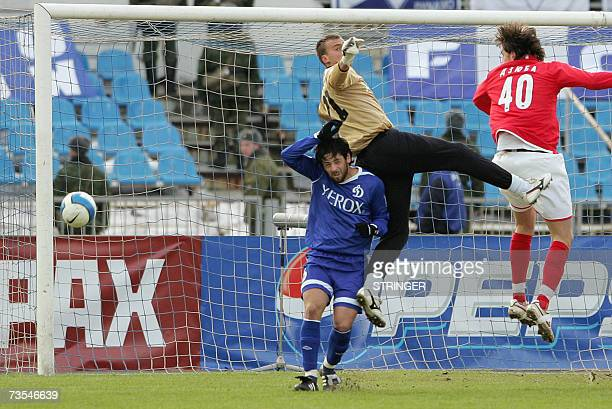 Leandro Fernandes and goalkeeper Zhidrunas Karchemarskas of Dinamo Moscow compete against Moscow's Spartak striker Artem Dzuba during the Football...
