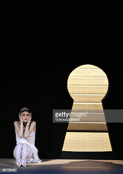 TO GO WITH AFP STORY 'CENDRILLON AU BOLCHOI BALLET SUR LE DRAME DE L'EPOUSE ESPAGNOLE DE PROKOFIEV' A picture taken 31 January 2006 shows Russian...
