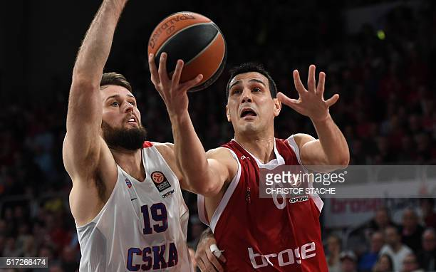 Moscow's British center Joel Freeland and Bamberg's Greece guard Nikolaos Zisis vie during the EuroLeague Top 16 Group F basketball match Brose...