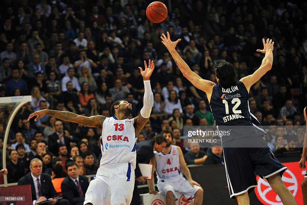 Moscow`s Sonny Weems (L) vies with Anadolu Efes`s Kerem Gonlum (R) during the Euroleague basketball match Anadolu Efes vs CSKA Moscow on February 22, 2013 at Abdi Ipekci Arena in Istanbul.