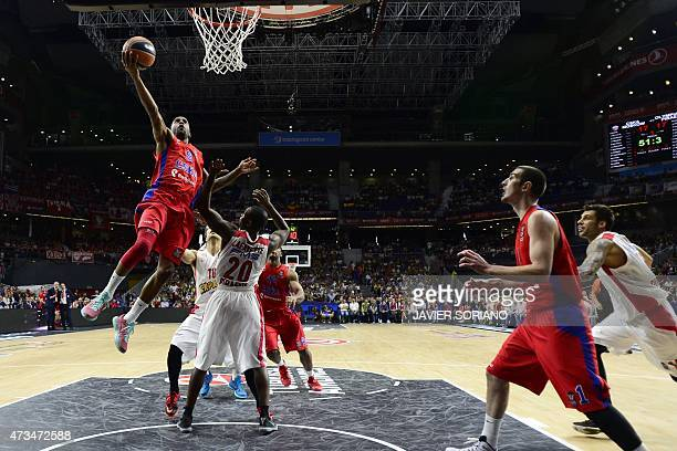 Moscow's US guard Aaron Jackson vies with Olympiacos Piraeus' US guard Oliver Lafayette during the Euroleague Final Four basketball semifinal match...