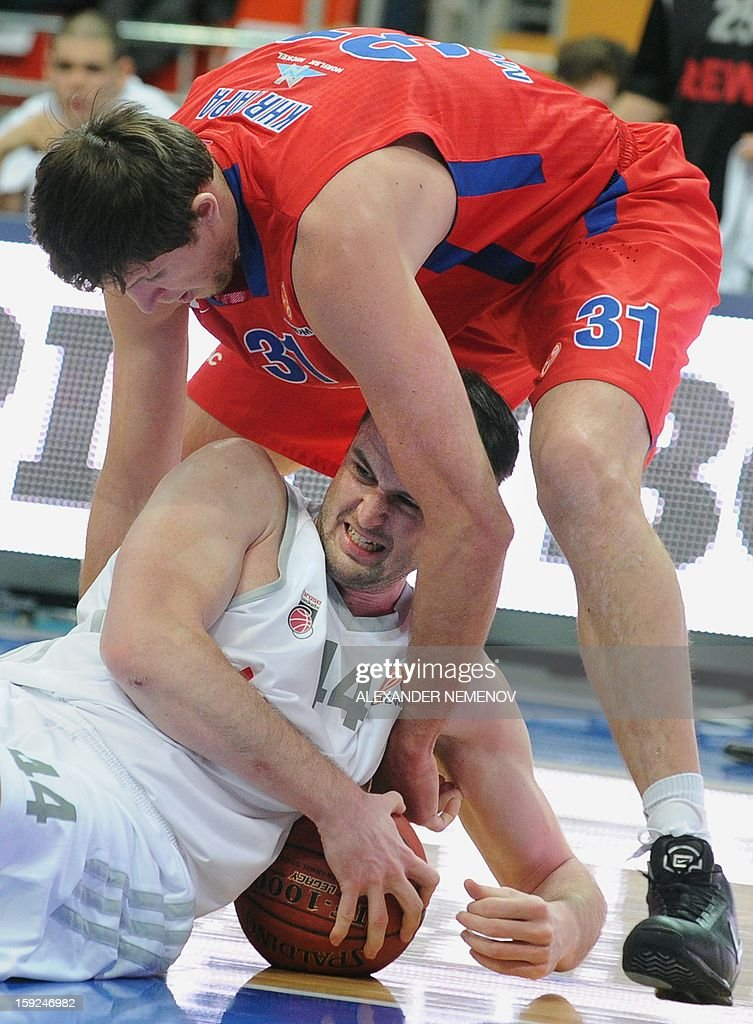 Moscow's Viktor Khryapa (top) vies with Brose Baskets' Andrew James Ogilvy during their Euroleague top 16 group E game in Moscow on January 10, 2013.