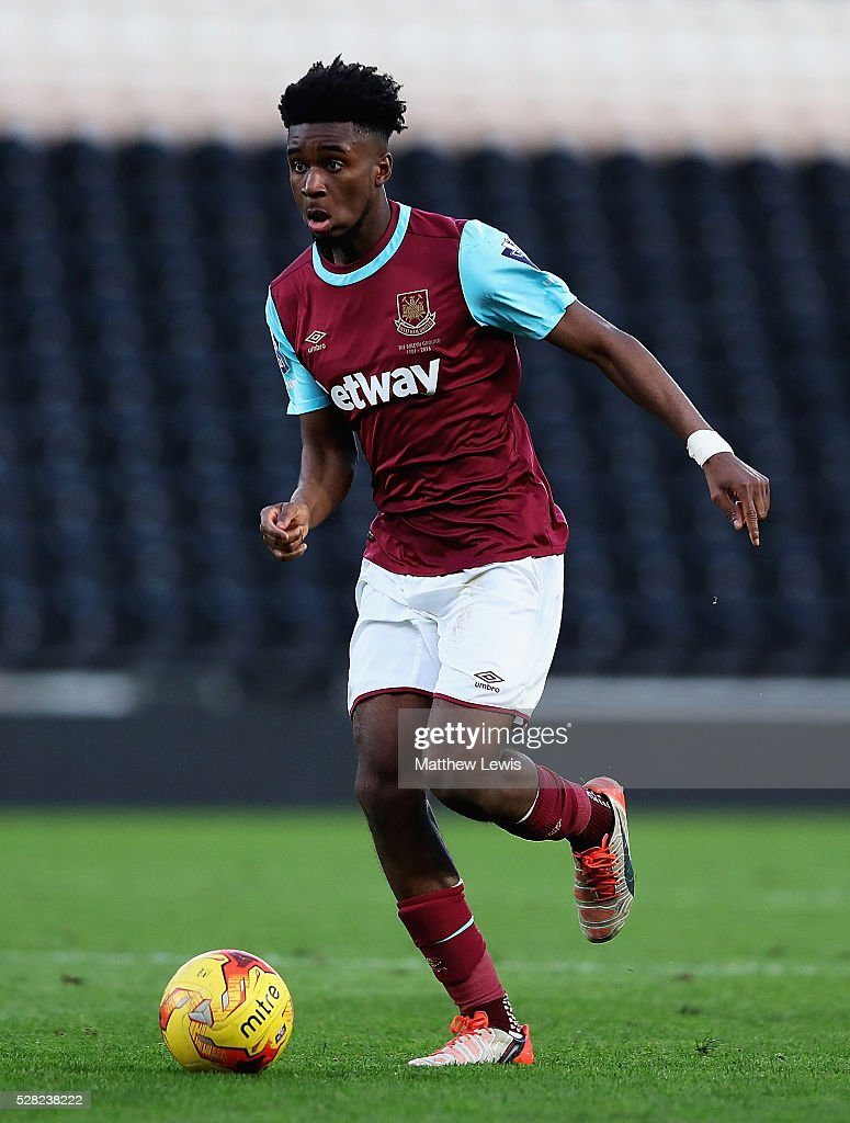 Moses Mokasi of West Ham in action during the Second Leg of the Premier League U21 Cup Final at the KC Stadium on May 04, 2016 in Hull, England.