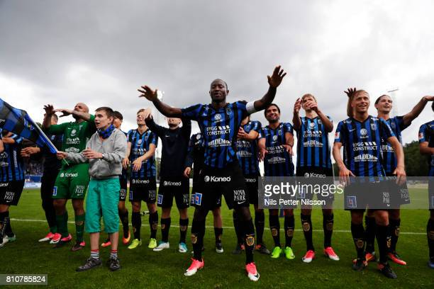 Moses Ogbu and players of IK Sirius FK celebrates after the victory during the Allsvenskan match between IK Sirius FK and Athletic FC Eskilstuna at...