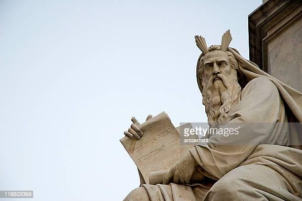 Moses avec les dix commandements