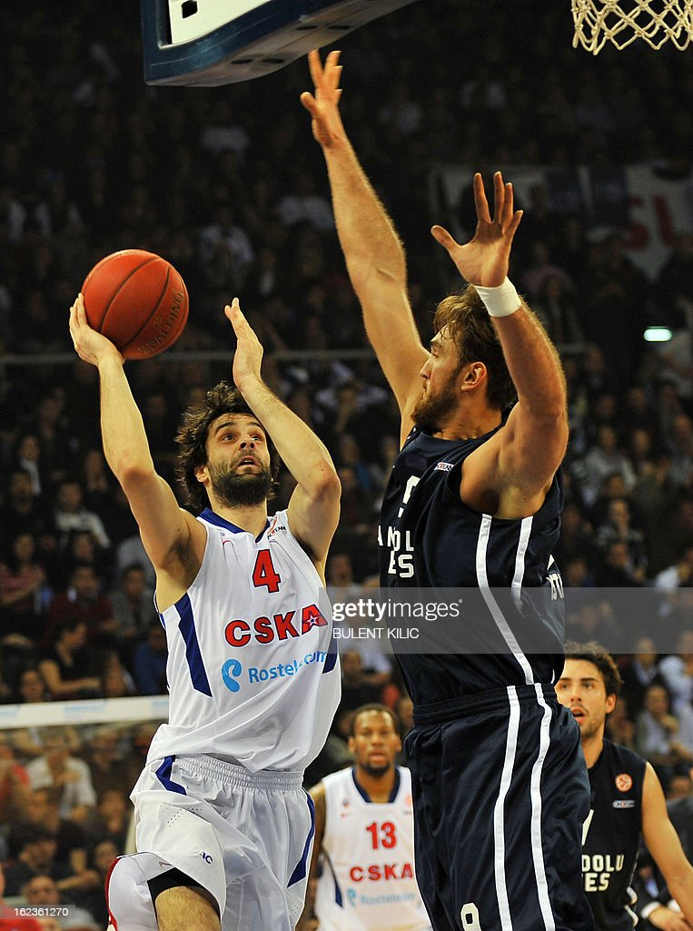 Moskow`s Milos Teodosic (L) vies with Anadolu Efes`s Semih Erden (R) during the Euroleague basketball match Anadolu Efes vs CSKA Moscow on February 22, 2013 at Abdi Ipekci Arena in Istanbul.