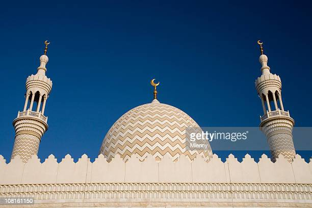 Moschee gegen blauen Himmel