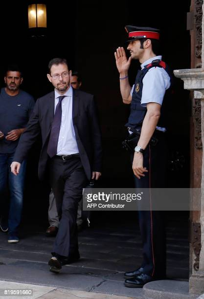A Mosso D'Esquadra salutes Spanish anticorruption prosecutor Jose Grinda Gonzalez as he leaves the Generalitat in Barcelona on July 20 2017 The...