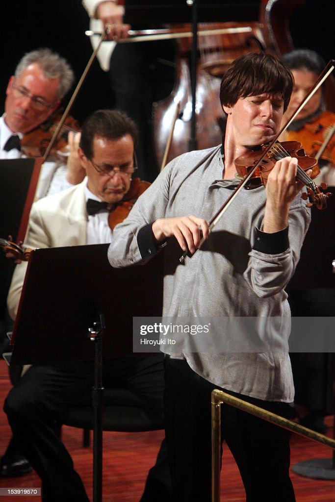 Mostly Mozart Orchestra at Avery Fisher Hall on Tuesday night, August 11, 2009.This image;<a gi-track='captionPersonalityLinkClicked' href=/galleries/search?phrase=Joshua+Bell+-+Musician&family=editorial&specificpeople=556072 ng-click='$event.stopPropagation()'>Joshua Bell</a> performing Mendelssohn's 'Violin Concerto in E minor'