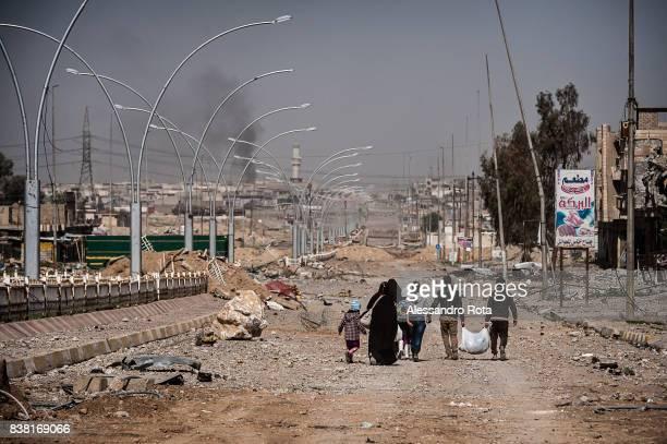 IRAQ Mosul West 12 Mar 2017 Civilians escape from Mansor neighboorhood