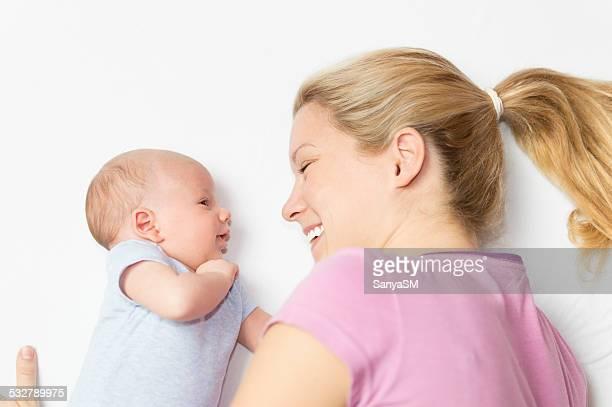 Mutter und baby sprechen