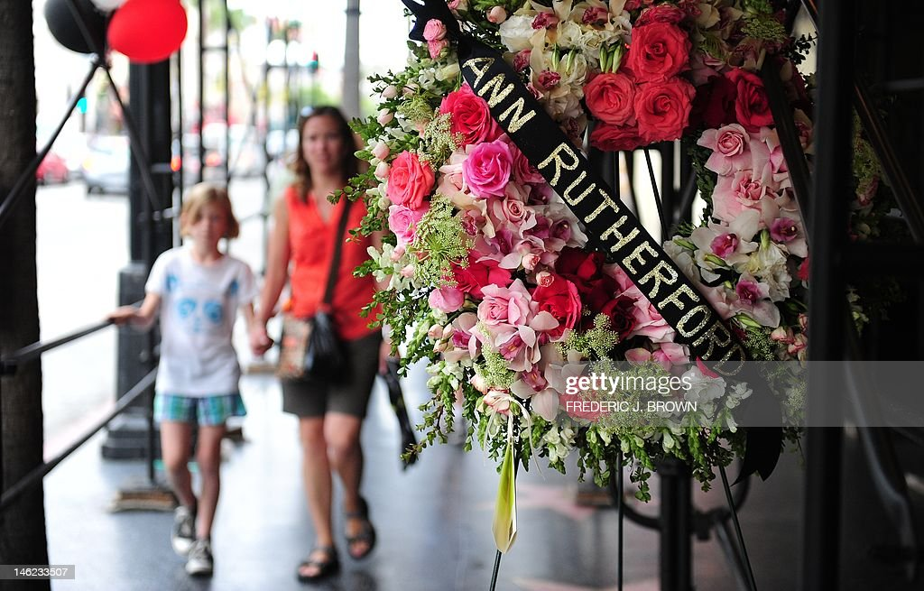 A mother and child approach a wreath of flowers placed for the memory of actress Ann Rutherford in Hollywood on June 8, 2012 in California. Rutherford, 94, who played Scarlett's cheery younger sister in the Civil War epic 'Gone with the Wind' has died, according to reports in the Los Angeles Times. A close friend told the daily that Rutherford died Monday night at her home in Beverly Hills after years of heart problems and declining health. Rutherford also appeared in westerns and as Mickey Rooney's teenage girlfriend in the Andy Hardy film series from 1937 to 1958, and on 'The Bob Newhart Show' on television. AFP PHOTO/Frederic J. BROWN
