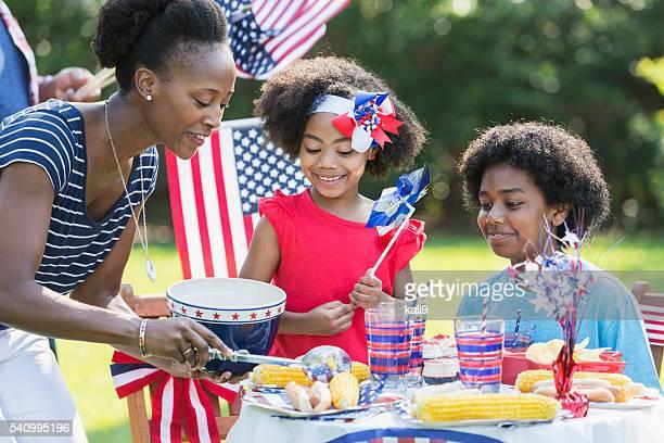 Madre y niños celebra el 4 de julio