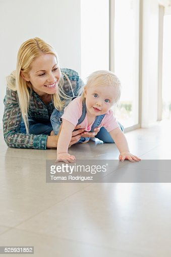 Mother and daughter (12-23 months) at home : Stock-Foto