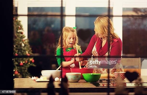 Madre e figlia cottura di Natale