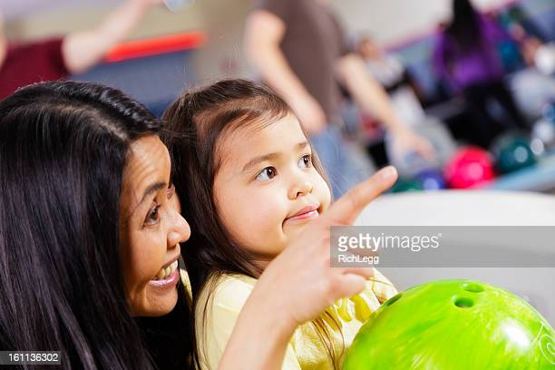 Mutter und Tochter-Bowling