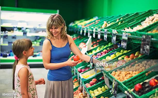 母と娘の雑貨店で買うスーパーストア