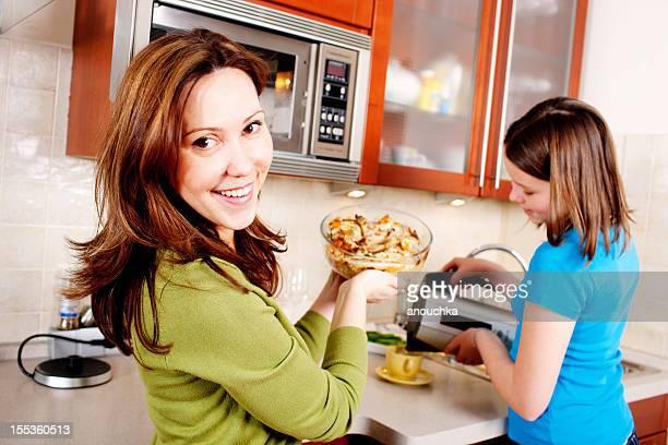 Madre e figlia Cucinare