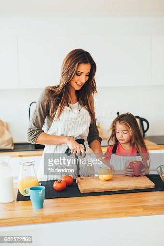 Mother and daughter cooking : Foto stock