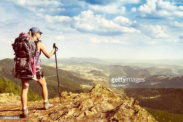 Mère et fille de randonnée