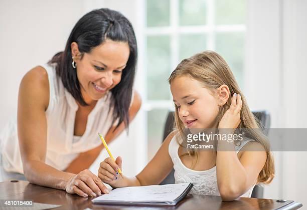 Mère et fille Homeschooling