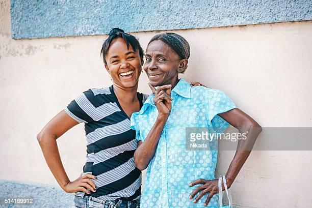 Mutter und Tochter in Kuba