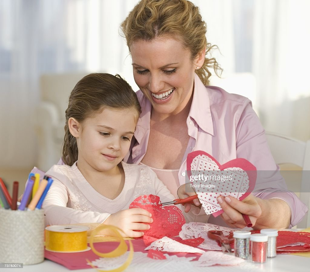 Mother and daughter making Valentines : Stock-Foto
