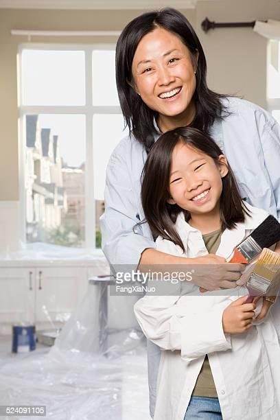 屋内での母と娘絵画