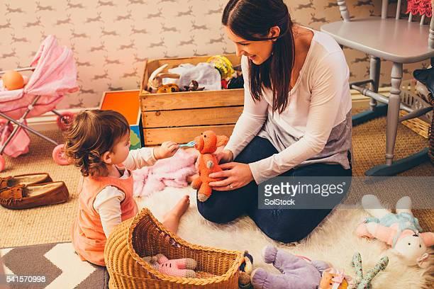 Mère et fille de jouer