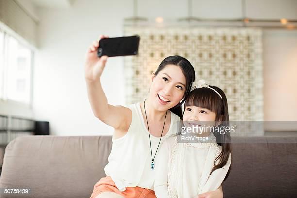 Mère et fille de Selfie