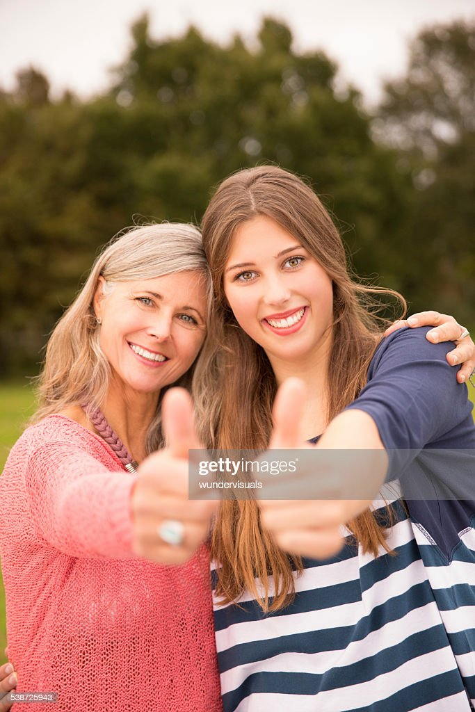mother daughter thumbs