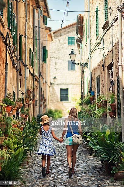 Mutter und Tochter, die mediterranen Stadt von Valldemossa