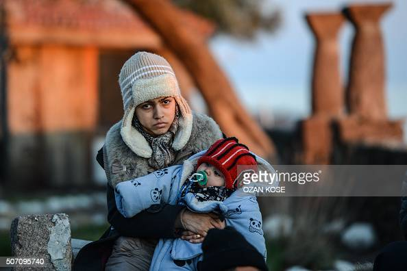 TOPSHOT A mother and her child wait after being caught by Turkish gendarme on January 27 2016 at kucukkuyu district in Canakkale The European...