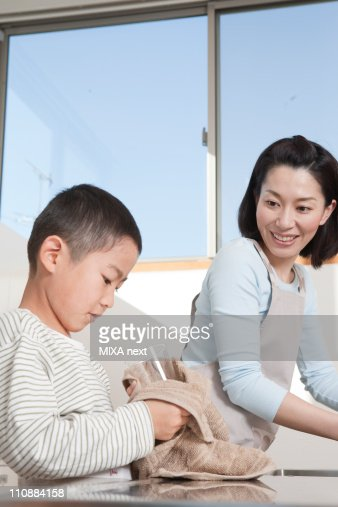 Mother and Son Doing the Dishes : 스톡 사진